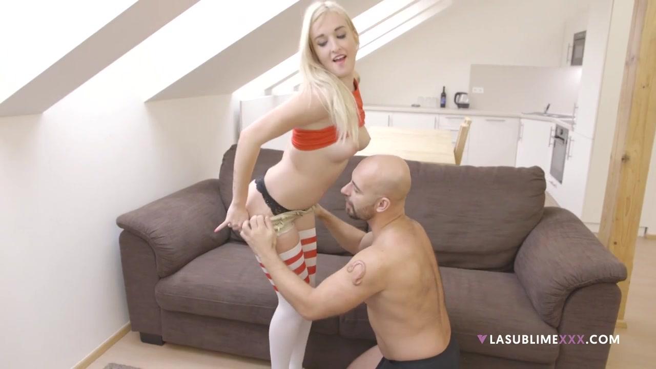 смотреть порно блондинка в чулках